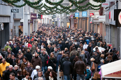 Holiday Shopping and Fear of Crowds